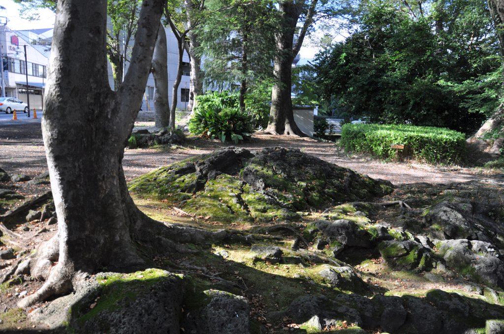白滝公園のミニ溶岩塚 CC BY
