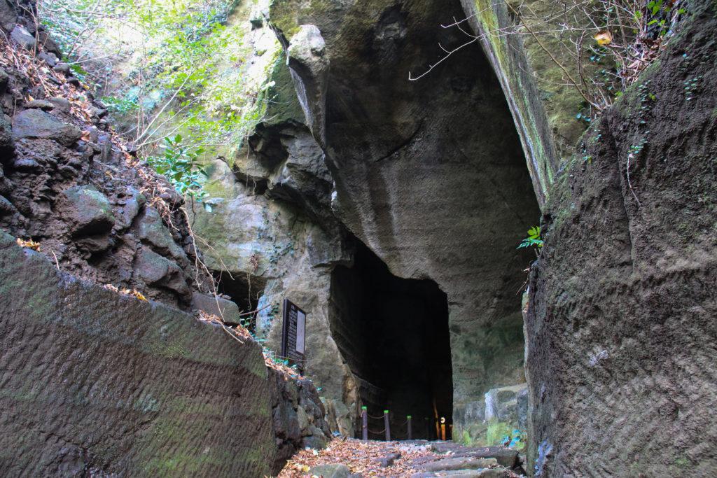 室岩洞 CC BY