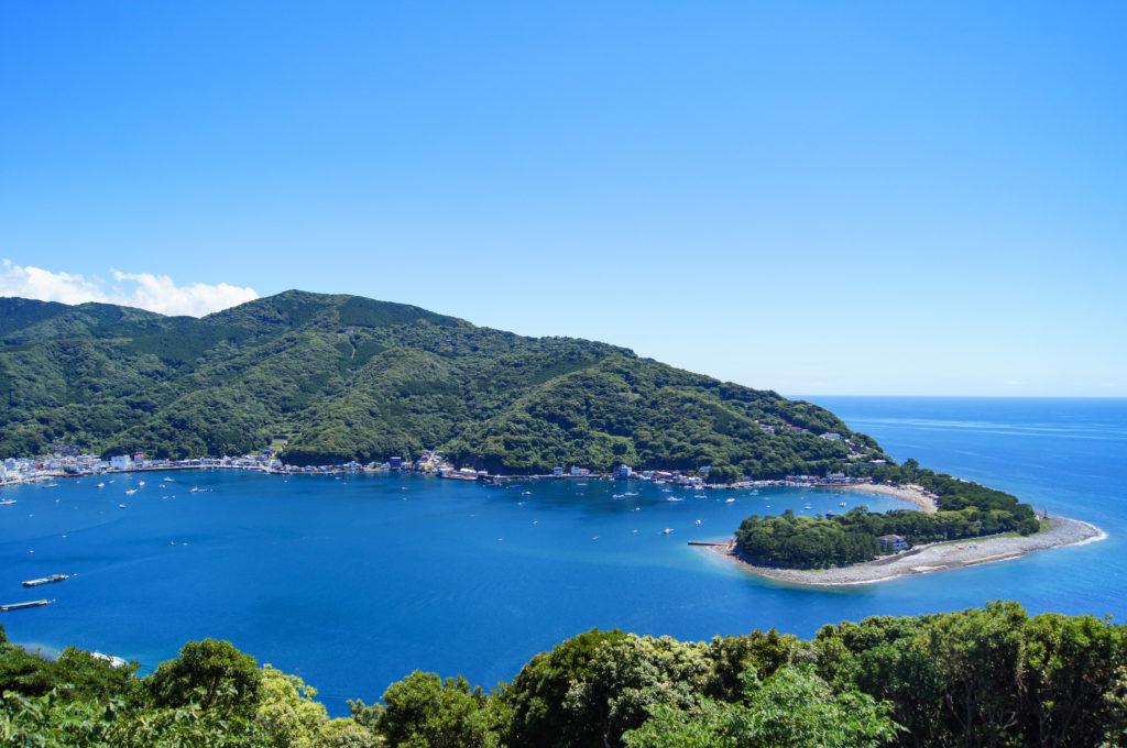 出逢い岬から見る戸田御浜岬 CC BY