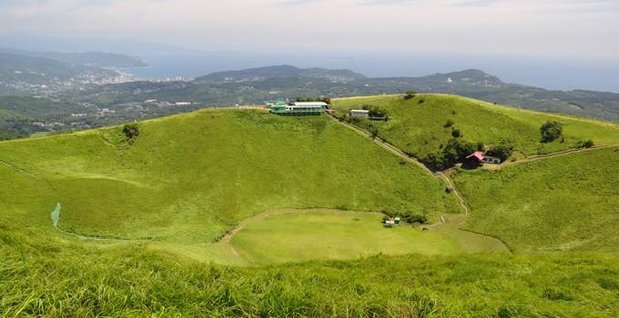 大室山山頂火口 CC BY