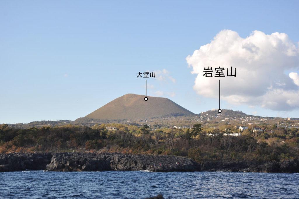 海から見た岩室山 CC BY