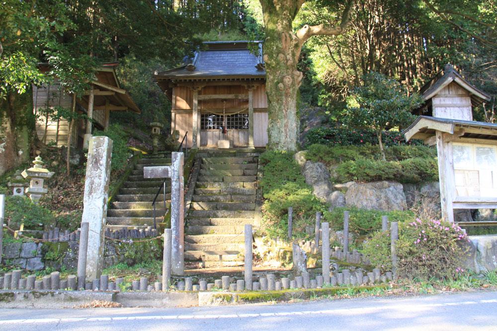 火雷神社 CC BY