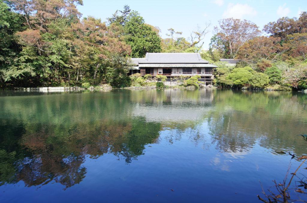 楽寿園・小浜池 CC BY
