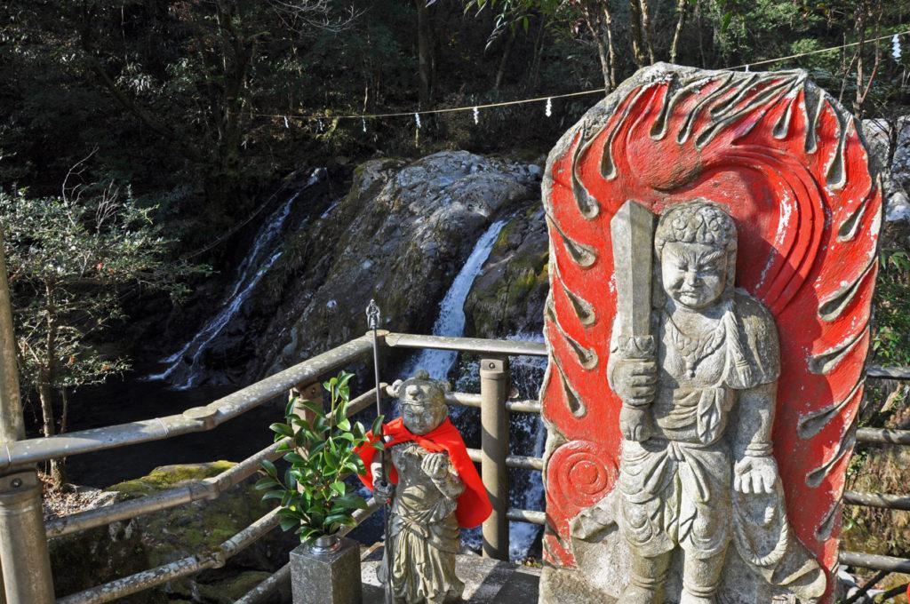 水神社 CC BY