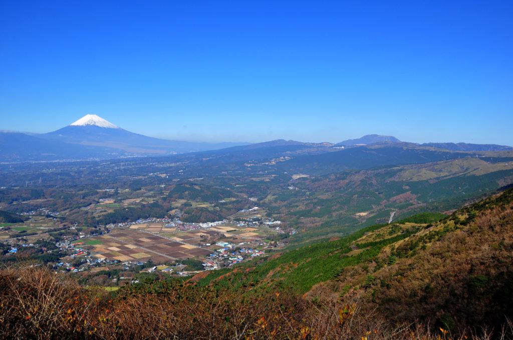 丹那盆地   南から来た火山の贈...
