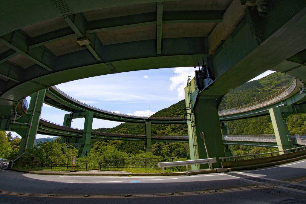 「河津七滝ループ橋」バス停からの眺め CC-BY