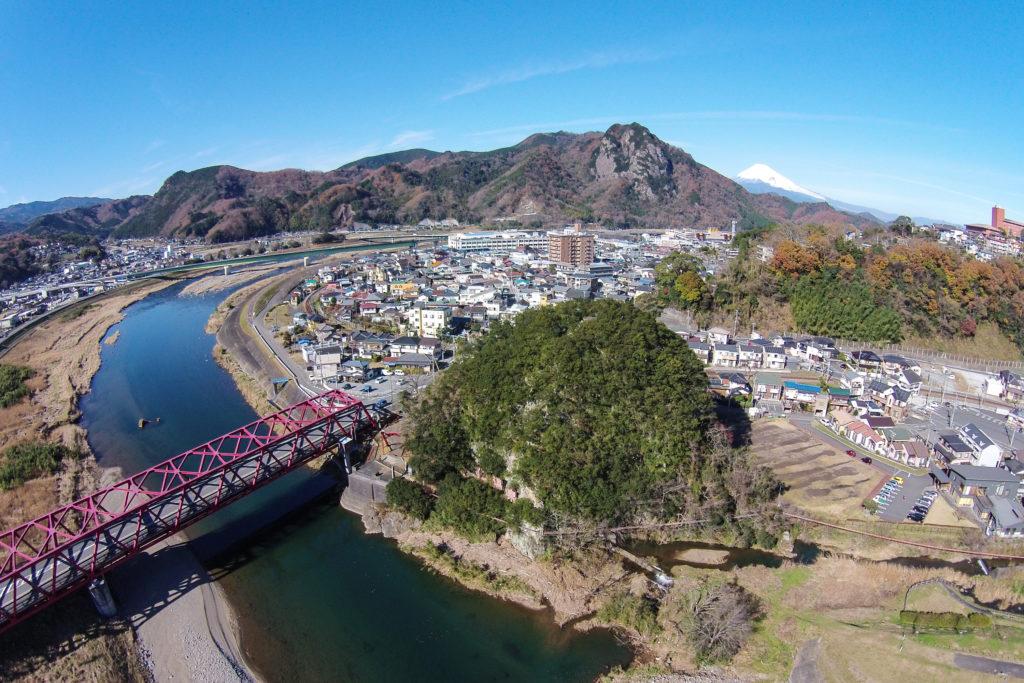 水晶山と大仁橋