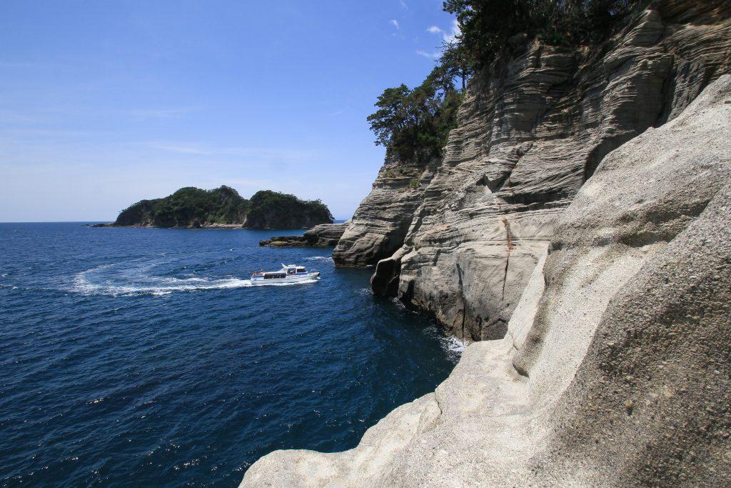 堂ヶ島と遊覧船