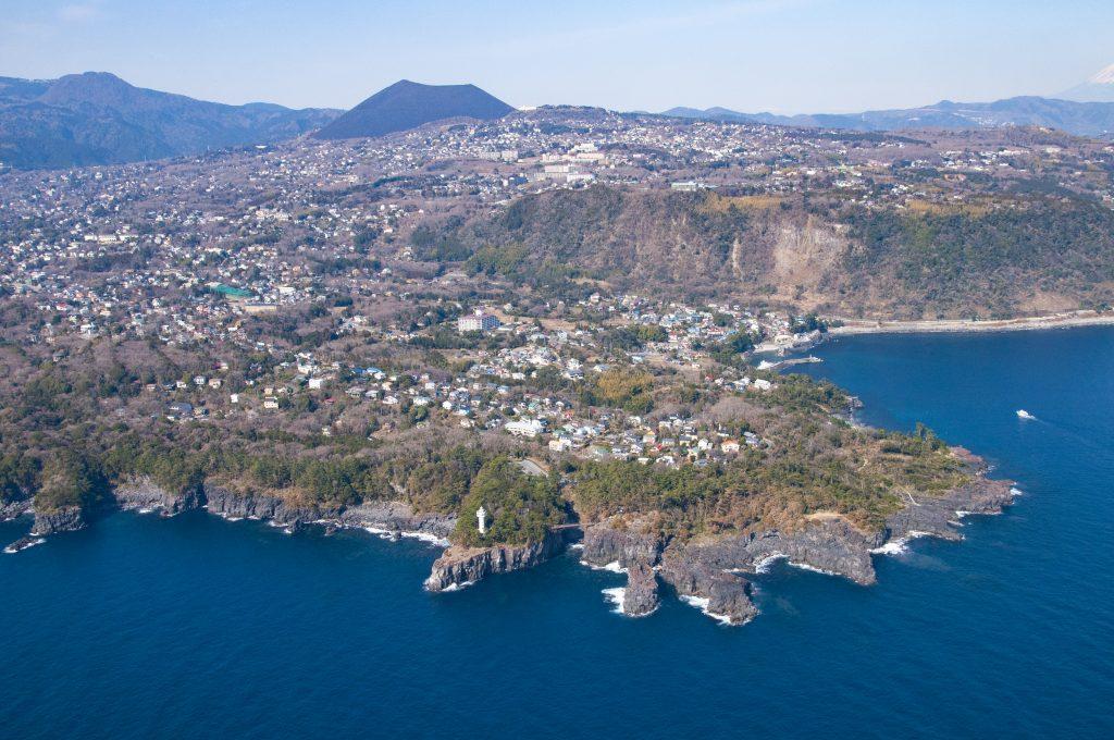 城ヶ崎海岸と山焼き後の大室山