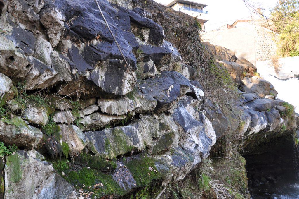 鮎止めの滝の三島溶岩 CC BY